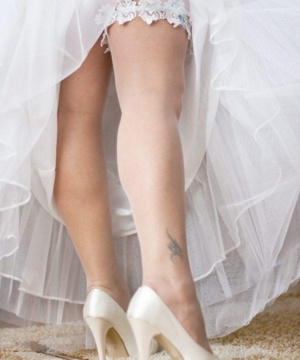 Mariée avec jarretière, robe et chaussures - Mariage Perpignan - Jarretière Perpignan